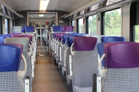 De comfortabele stoelen zijn in de hele trein verstelbaar.
