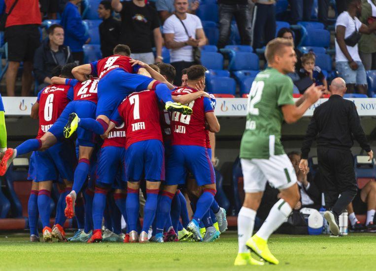 Een doelpunt op deze manier vieren zal even niet meer mogelijk zijn voor de mannen van FC Basel.