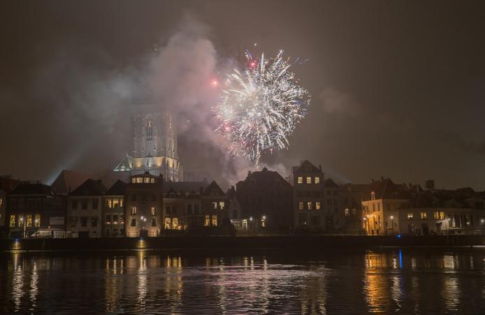 De mist bleek rond middernacht minder dicht dan verwacht, waardoor vuurwerk ook vanaf de overkant van de IJssel goed te zien was.
