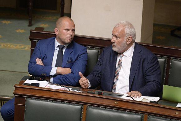 Jean-Marie Dedecker (r.) naast N-VA-Kamerlid Theo Francken.