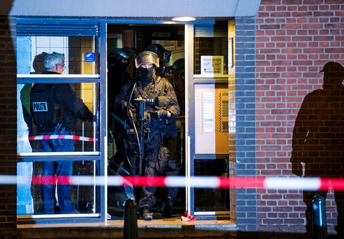 Een arrestatieteam in 2016 bij een anti-terreuractie in Rotterdam.