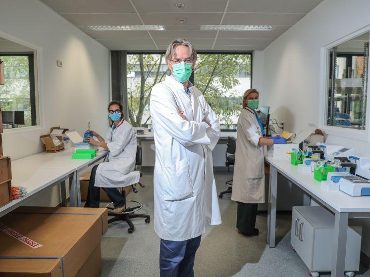 """Op bezoek in het 'superlabo' dat ons uit deze chaos moet loodsen: """"Op vlak van testen komt er een revolutie op ons af"""""""