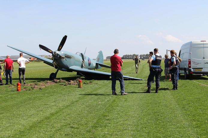 De Spitfire raakte beschadigd doordat het landingsgestel niet goed uitklapte.