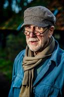 Peter Müller, als schrijver bekend als A.L. Snijders, een van Neerlands literaire helden schrijft net zo lief voor het lokale sufferdje. ,,Het doet er niet toe of een merel zingt in een bosje of in een boom.''