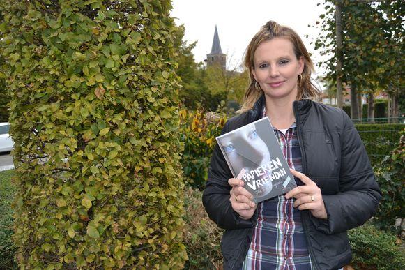 Ilse De Keyzer met haar boek.