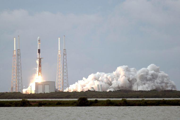 De lancering van de Falcon 9-raket vanaf Cape Canaveral.  Beeld AP