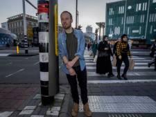 De eerste 'coronaproof' verkeerslichten van Nederland staan in deze stad