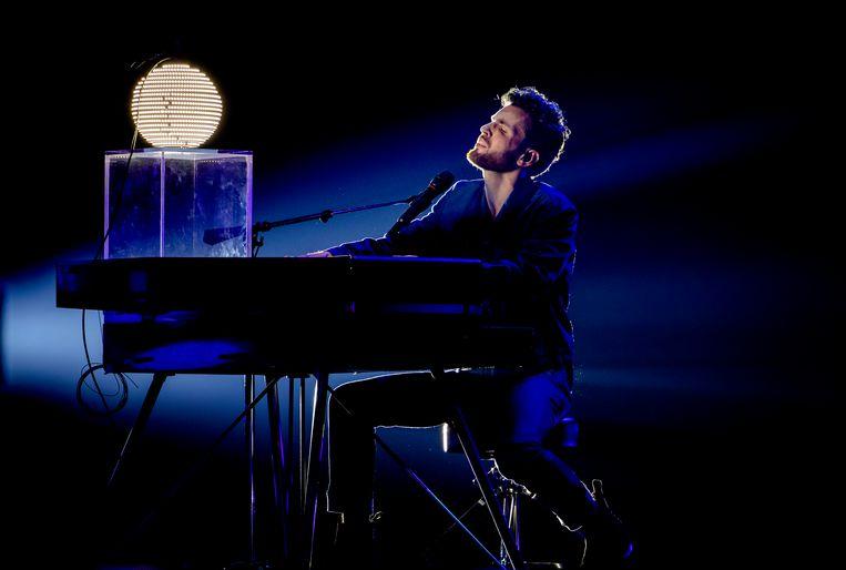 Duncan Laurence op het Eurovisie-podium, tijdens een repetitie voor het Songfestival Beeld ANP