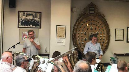Promo voor Ros Beiaardommegang in Brussel: Muziekkapel Brandweer luistert daarom op vooravond nationale feestdag al concert op met Paul Michiels op Grote Markt