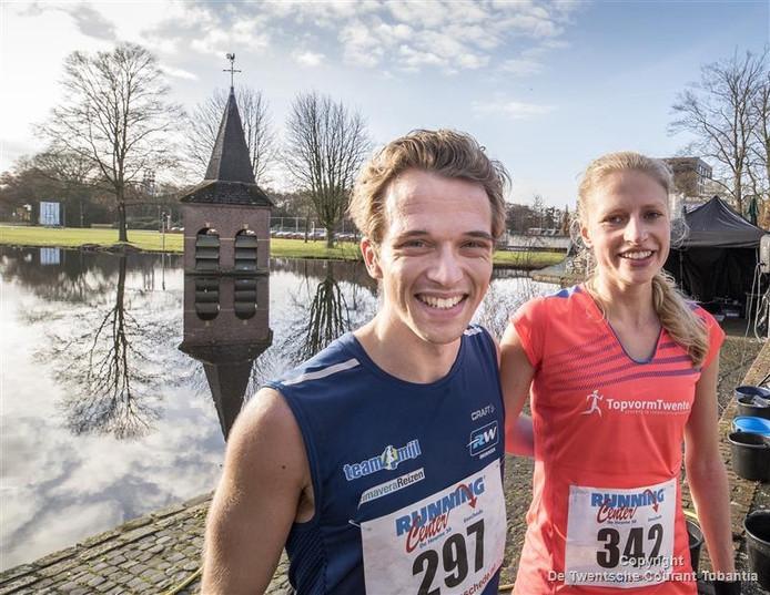 De winnaars van de Hoge Lage Torenloop. Fabian ten Kate en Lesley Smit.