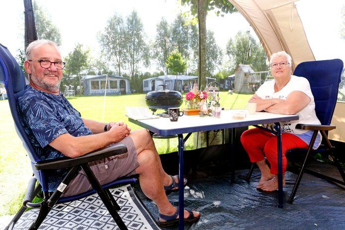 Ad en Tineke van den Heuvel uit Waalwijk staan de komende drie maanden op camping Reeskens in Heusden.