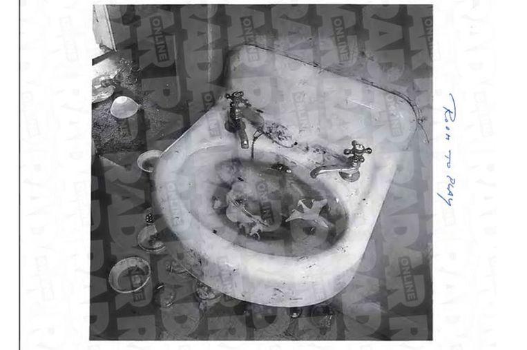 Een luguber beeld van een wasbak.