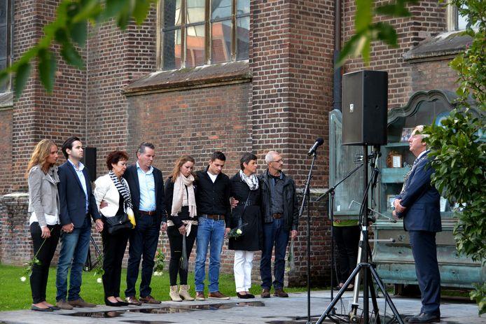 Peter Noordanus sprak de familie van Sjors Pijnenburg en Kristy van den Schoor toe.