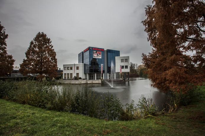 Het pand van Adriaans aan de Europaweg in Helmond.