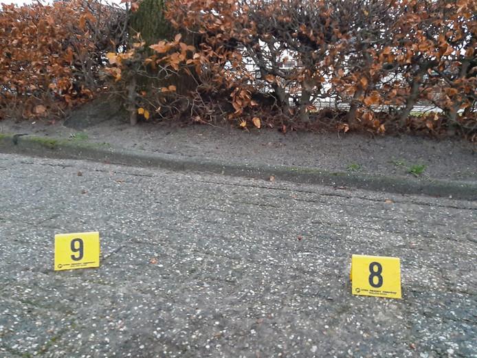 Na het onderzoek bleven deze twee bordjes in de wijk achter.