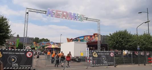 De kermis in Schijndel was dit jaar ook anders dan anders vanwege corona, zo was het hele terrein omheind met hekken. Dat gebeurt ook bij het foodfestival Tjoeke Tjoeke Food Food.