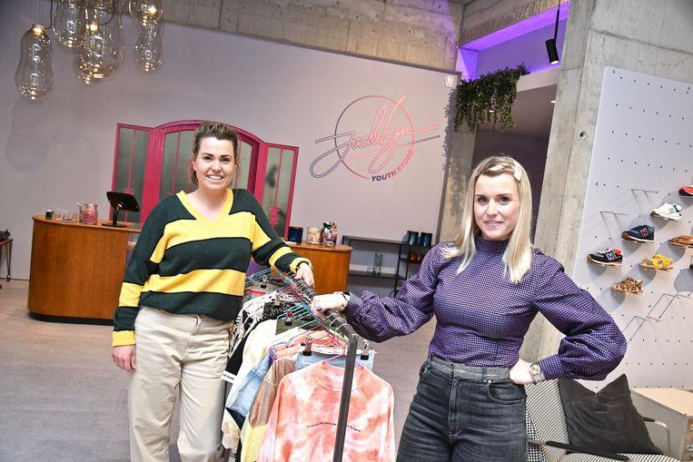 Julie en Eline Casier zetten de deuren van 'youth store' Jackelyn vrijdag voor het eerst open voor het publiek.