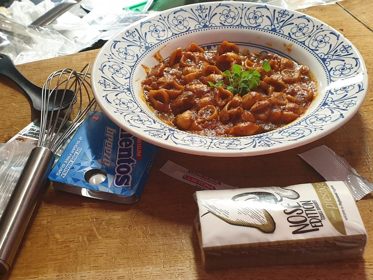 De pasta bolognese met rundvlees uit het rantsoenpakket.