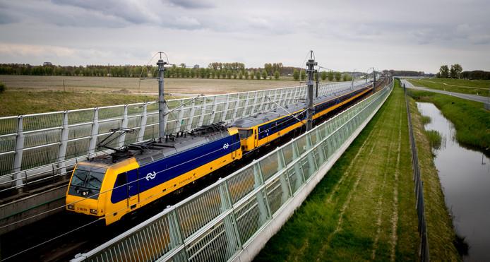 Een trein op de Hogesnelheidslijn.