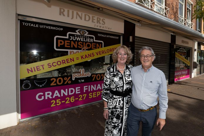 Sonja en Frans Rijnders sluiten hun juwelierszaak aan de Corridor inValkenswaard.