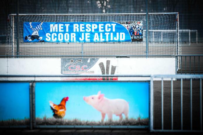 Voetbalvereniging V.V. Bladella kwam in opspraak na het wegsturen van 4 jeugdleden die onvoldoende loten voor de nieuwjaarsloterij hadden verkocht.
