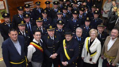 Team van brandweerpost Brakel in gemeentehuis ontvangen voor Sint-Barbarafeest