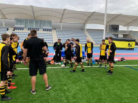 VVO draait warm onder de Spaanse zon; 4-0 zege in Marbella
