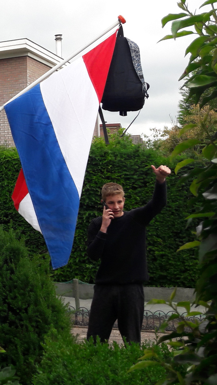 Roy Reumer uit Nieuwkoop is geslaagd voor zijn vmbo. 'GEFELICITEERD!!!', zegt Claudia Reumer.