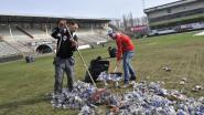Na het feest: supporters helpen Bosuil op te ruimen