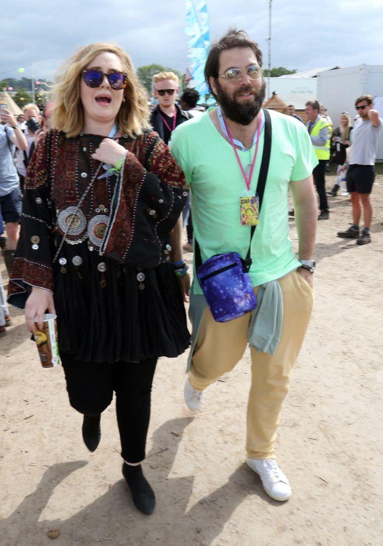 Adele met haar man Simon Konecki op Glastonbury.