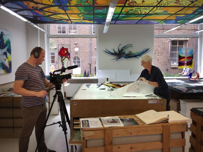 Ootmarsum - opnamen in atelier Annemiek Punt voor de film  'Beeldend Licht' van Fokke Baarssen.