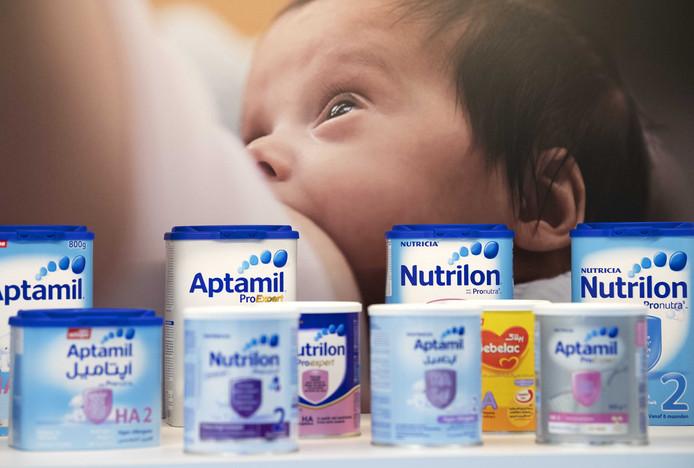 Melkpoederproducten in de nieuwe babyvoedingsfabriek van Nutricia in Haps.