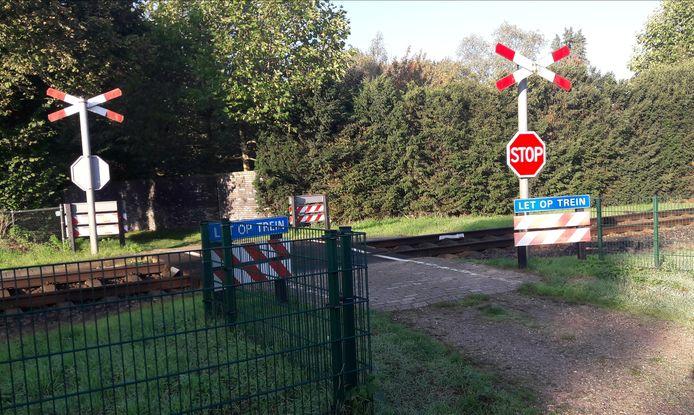 Een onbewaakte overgang tussen de Poelakkerweg en de Zandkampweg in Lunteren.