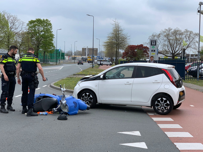 Scooterrijder vlucht na aanrijding in Den Bosch