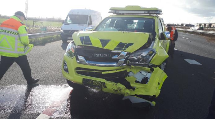 De SUV van Rijkswaterstaat is achterop een ander voertuig gereden.