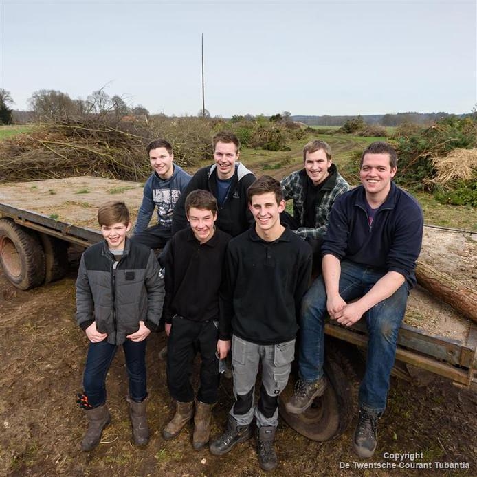Kevin Lubbersen en Jort Steegink (voor), Wouter Reilink, Wiebe Nijkamp, Marc Oostenenk, Niels Nijenkamp en Henri Boode (vanaf links achter).<br />De jongens van het boakebouwen.