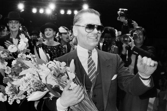 Na afloop van de herfst- en winter 1984/1985 modeshow voor Chanel.