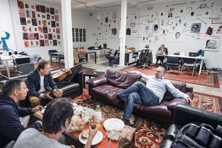 Het Nieuwsatelier in Amsterdam, waar verschillende journalistieke ondernemingen zijn gevestigd waaronder Follow The Money. Beeld Guus Dubbelman