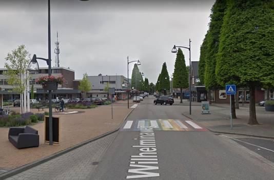 Een regenboogzebrapad op de Wilhelminaweg in Dieren.