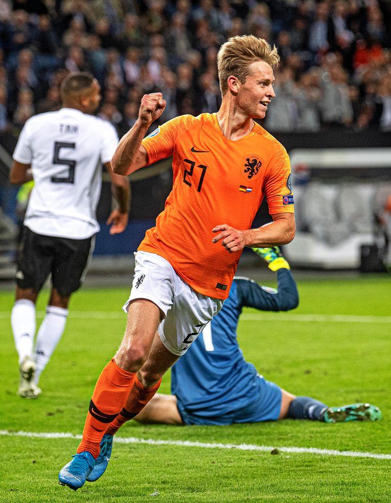 Frenkie de Jong scoort de 1-1. Beeld Guus Dubbelman / de Volkskrant