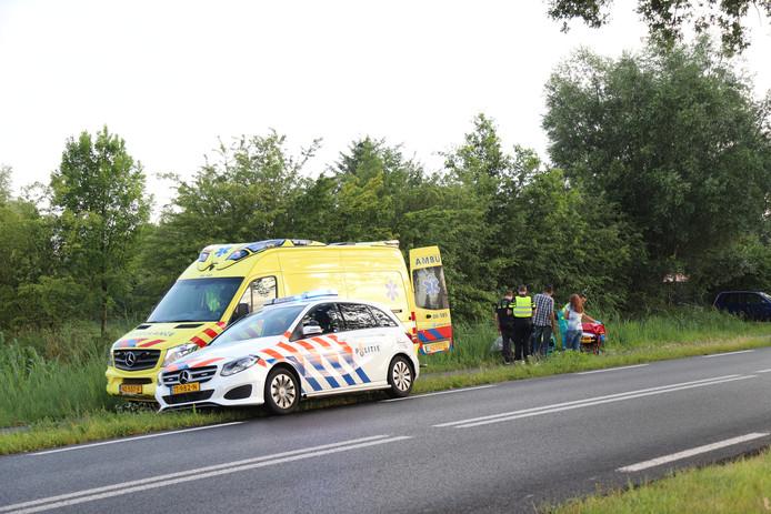 De bestuurder is met onbekend letsel overgebracht naar het ziekenhuis.