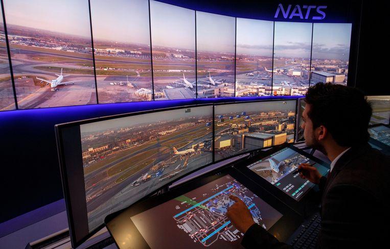 Op Londen Heathrow (links) werken luchtverkeersleiders al vanuit een controlecentrum waar ze alles op schermen zien. Op Zaventem (onder) staat nu nog een echte controletoren, met zicht op de start- en landingsbanen.