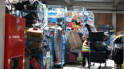 """Kringwinkel ViTeS krijgt drie keer zoveel giften door coronacrisis: """"Aanhangwagens vol meubels en electro, maar opslagruimtes zitten vol"""""""