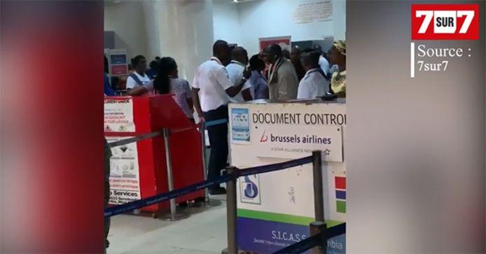 Le ton monte à l'aéroport, où les passagers en ont assez de faire face au manque de communication de la compagnie