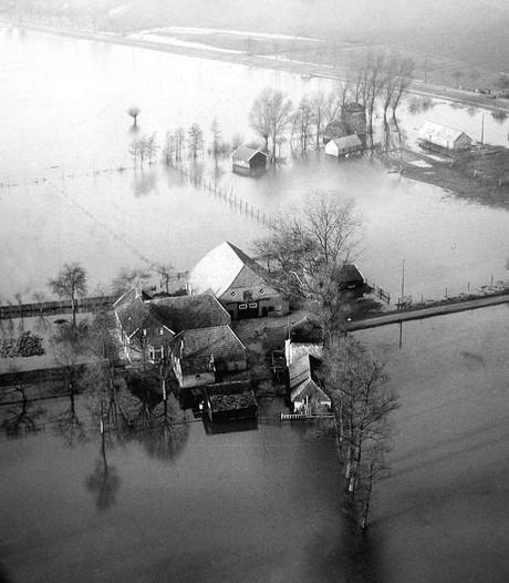 Verslaggevers Omroep Zeeland zoeken slaapplaats voor project watersnoodramp
