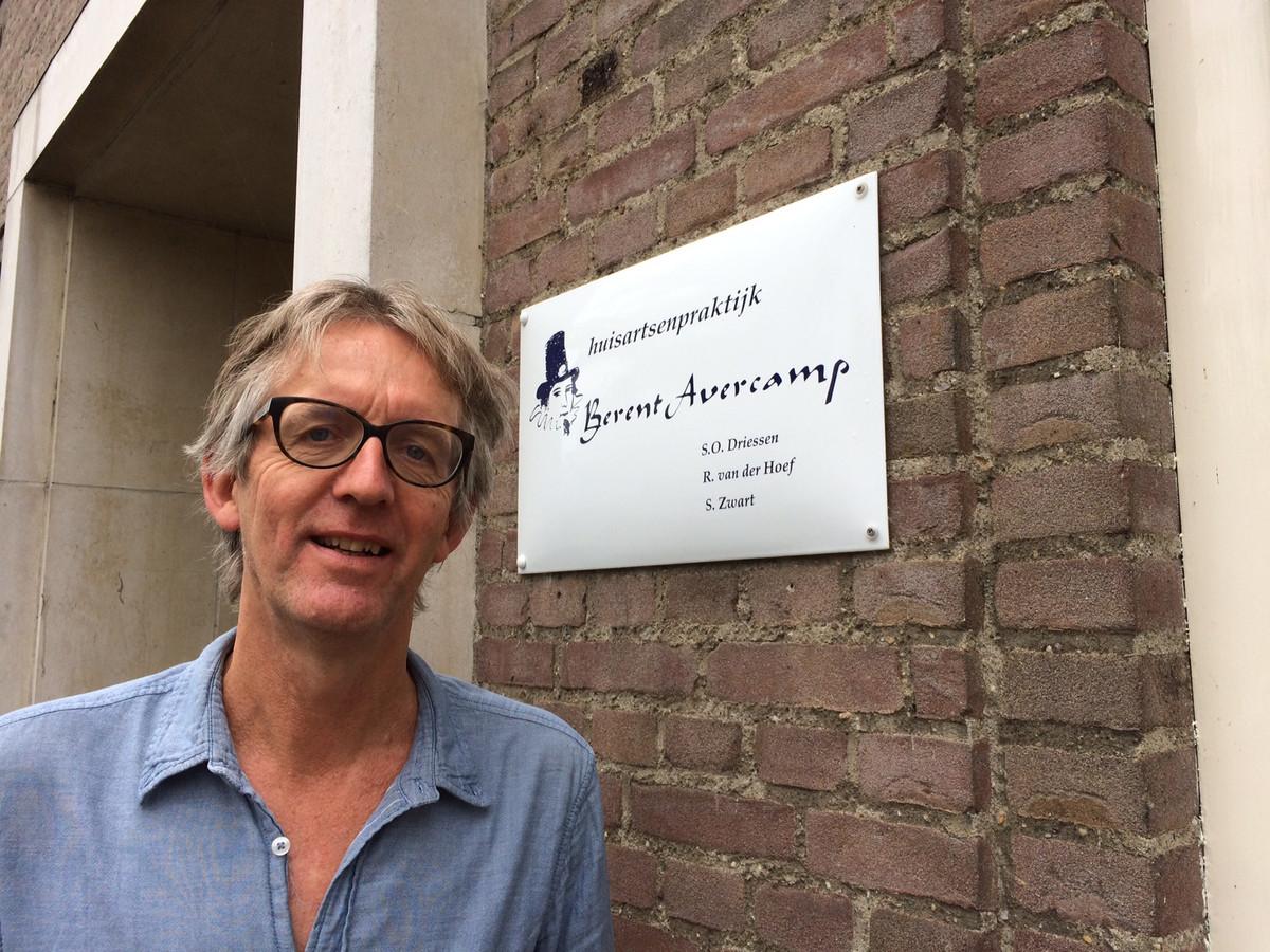 Huisarts Sjoerd Zwart uit Kampen is samen met collega-huisartsen in gesprek met zorgverzekeraar Zilveren Kruis voor een oplossing van het huisartsentekort.