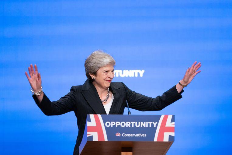 Swingend op de tonen van Abba's Dancing Queen kwam Theresa May het podium op van de Symphony Hall in Birmingham. Beeld Getty Images