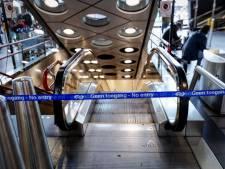 Gestrande reiziger op Schiphol: 'Dit is belachelijk. Wie betaalt de kosten?'