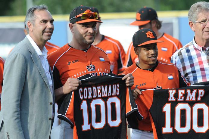 Rob Cordemans (l) werd vorig jaar gehuldigd bij de nationale ploeg.
