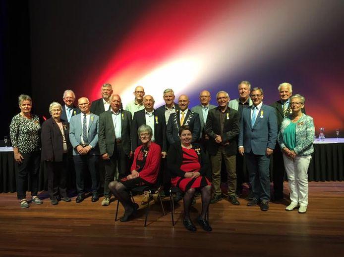 De gedecoreerden van Meierijstad met burgemeester Van Rooij.